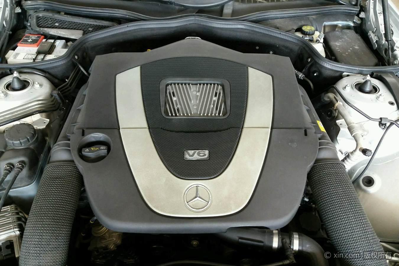 奔驰SL级发动机特写