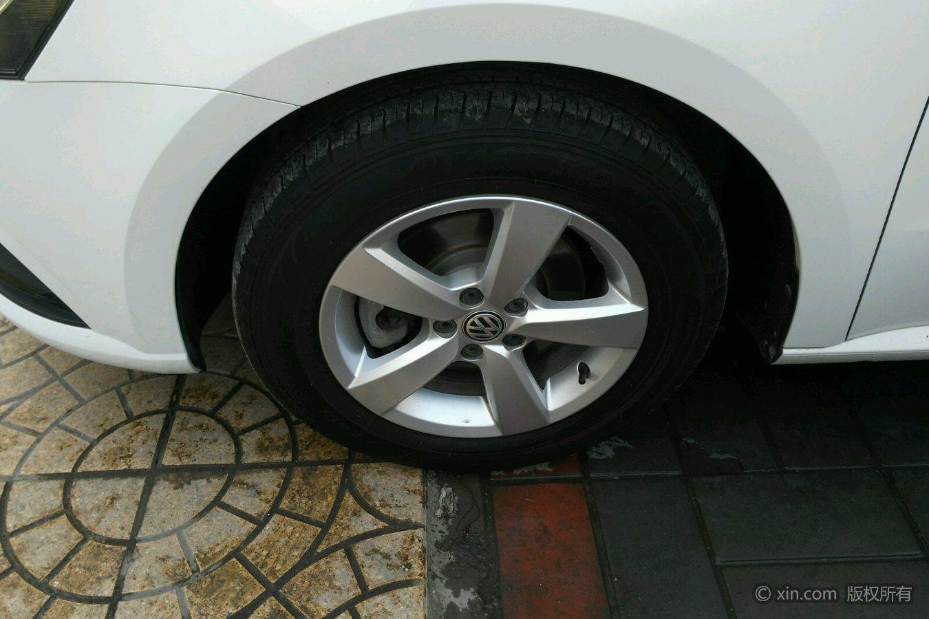 大众朗逸左前轮胎