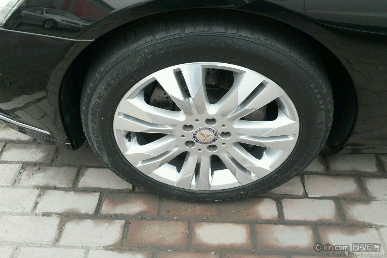 奔驰S级左前轮胎