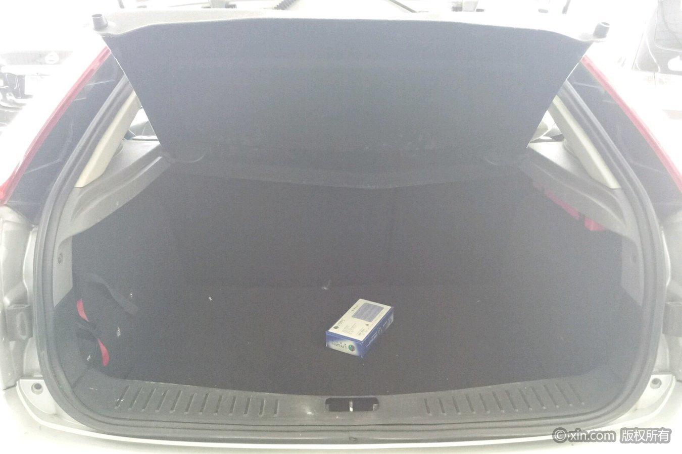 福特福克斯后备箱