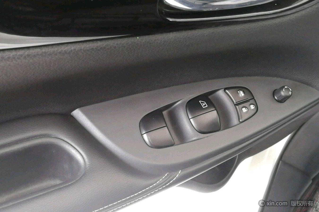 日产骐达左前车门控制键