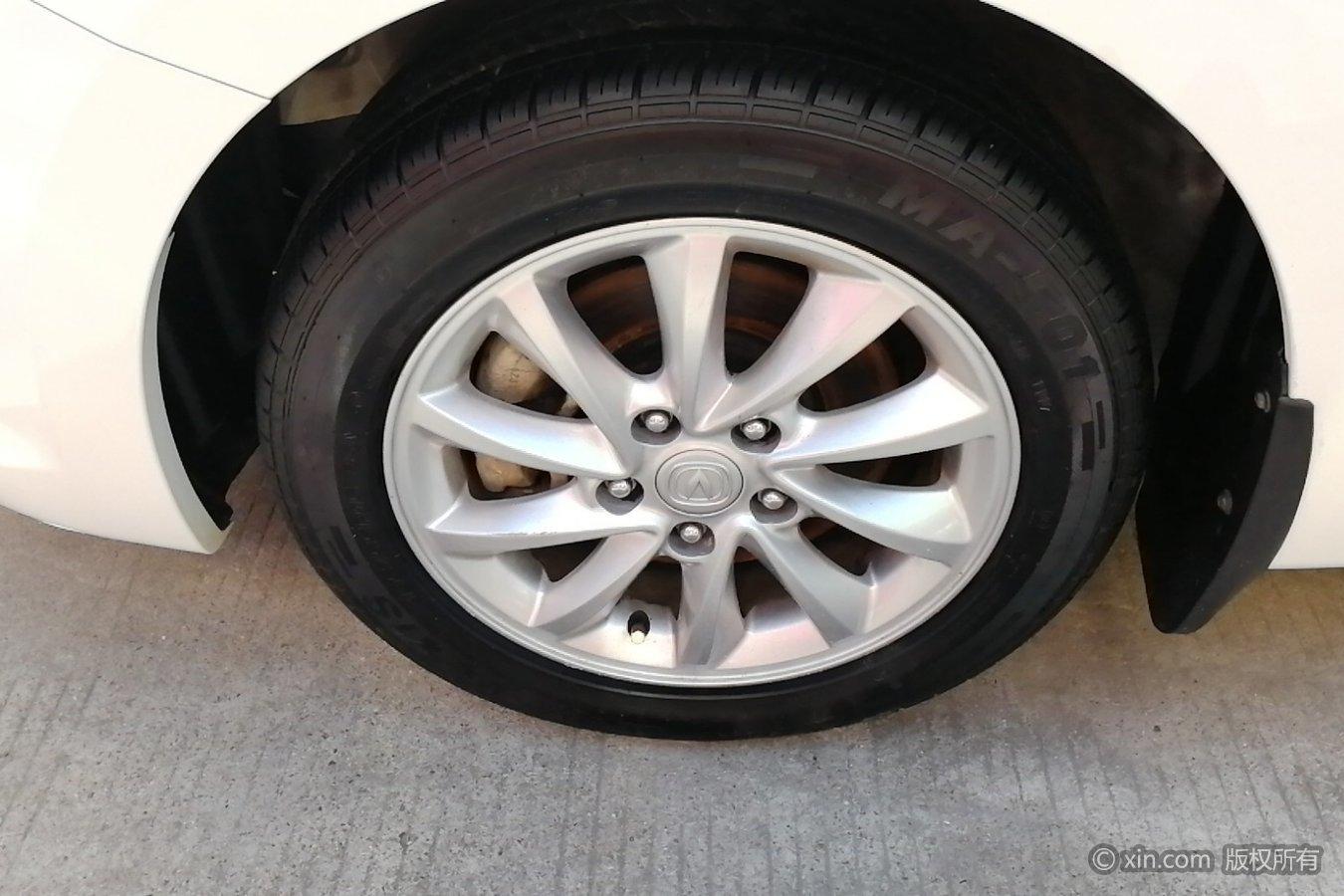 长安悦翔v7左前尾灯奔驰c级轮胎晚上图片